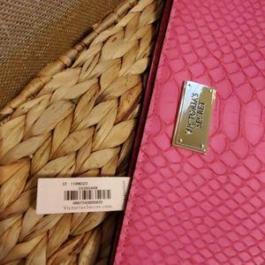 Victoria's Secret Bags - Victoria's Secret NWT Clutch with tassel.Pink.